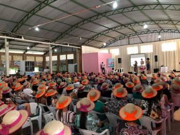 Mas de 400 mulheres participam do Encontro promovido pela Coopernova