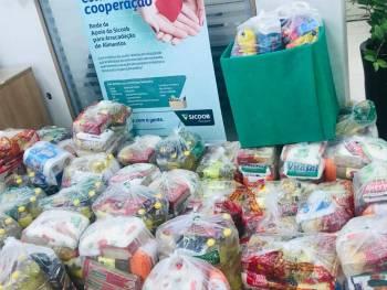 Sicoob Integração arrecada 400 cestas básicas para doação