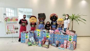 Cooperfibra entrega brinquedos ao Projeto ECTV